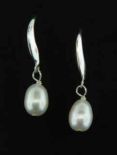 Curve Pearl Earrings