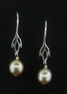 Wild Iris Pearl Earrings - Pink