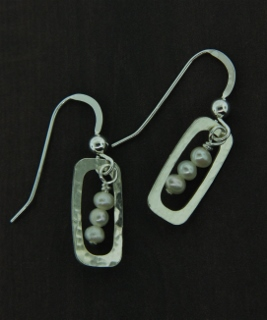 Frame Pearl Earrings - White
