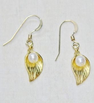 Gold Lily Pearl Earrings - White