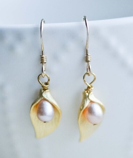 Gold Lily Pearl Earrings - Pink